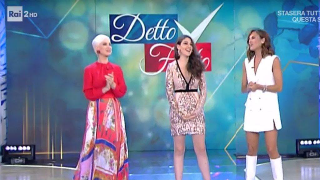 Detto Fatto, Bianca Guaccero scheza con Carla Gozzi ...