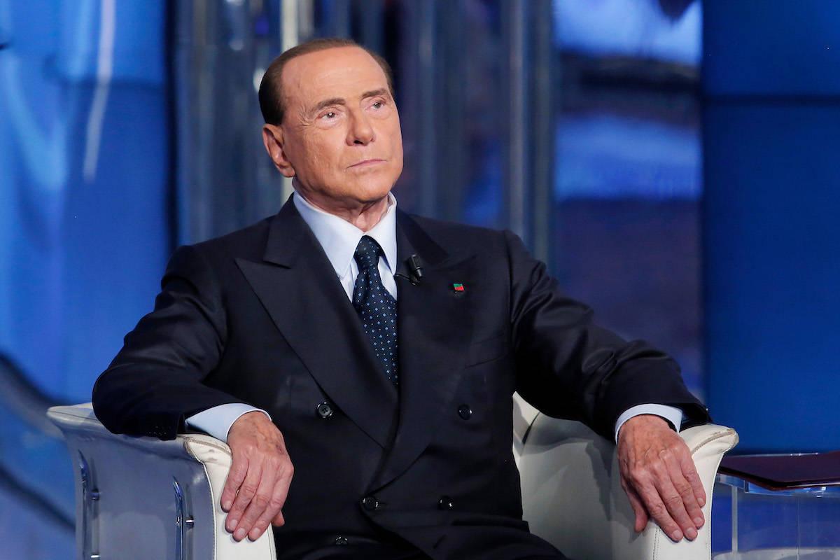Incidente per Silvio Berlusconi. È successo dopo un selfie: