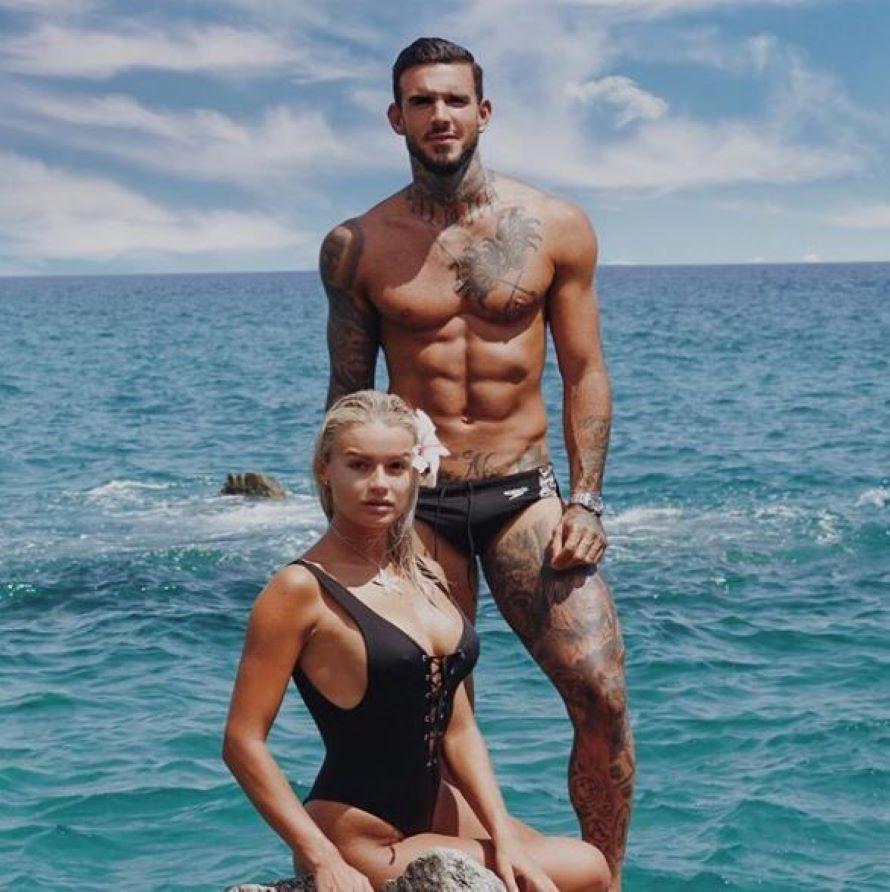 Mercedesz Henger completamente nuda nella vasca