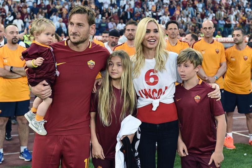 """""""Amore di papà"""". È Francesco Totti a mostrare la figlia Isab"""