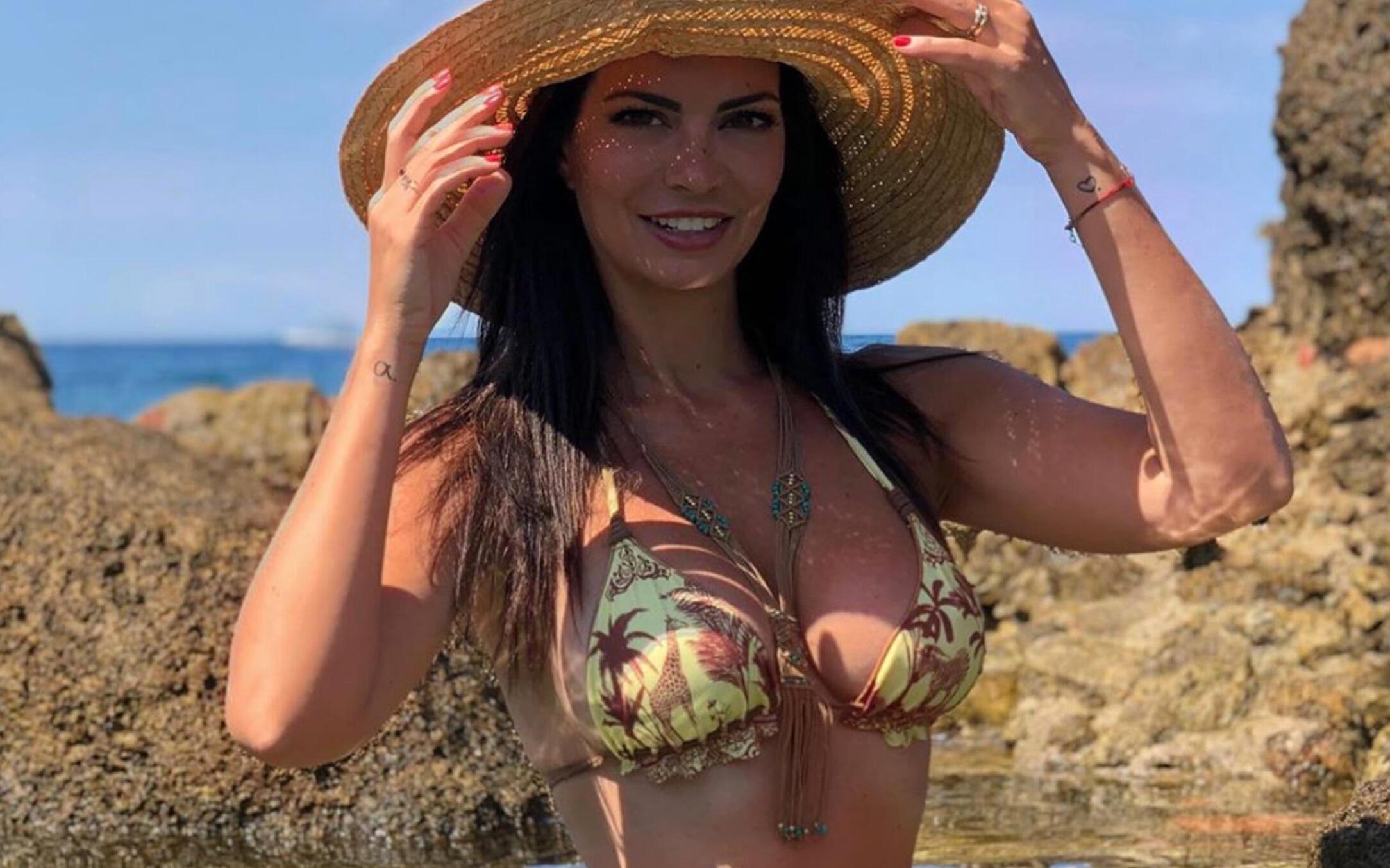 Laura Torrisi fa strike |  non vestita così è il minimo  Curve tutte fuori |  ha vinto