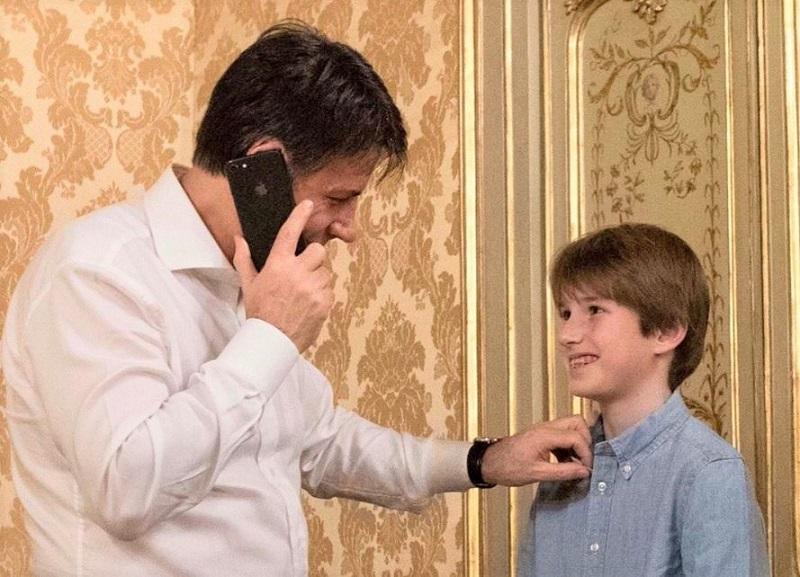 Il figlio di Giuseppe Conte. Il premier presenta Niccolò per