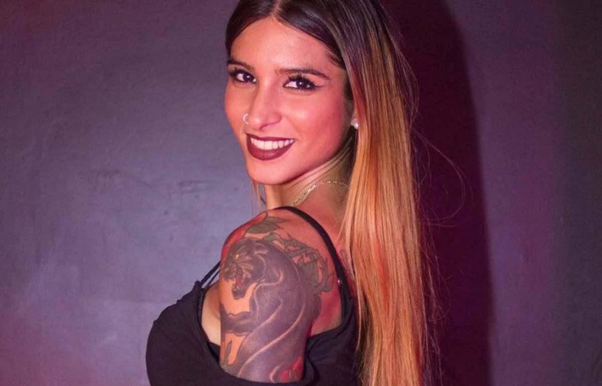 Erica Piamonte, l'ex gieffina è 'illegale'. Body striminzito