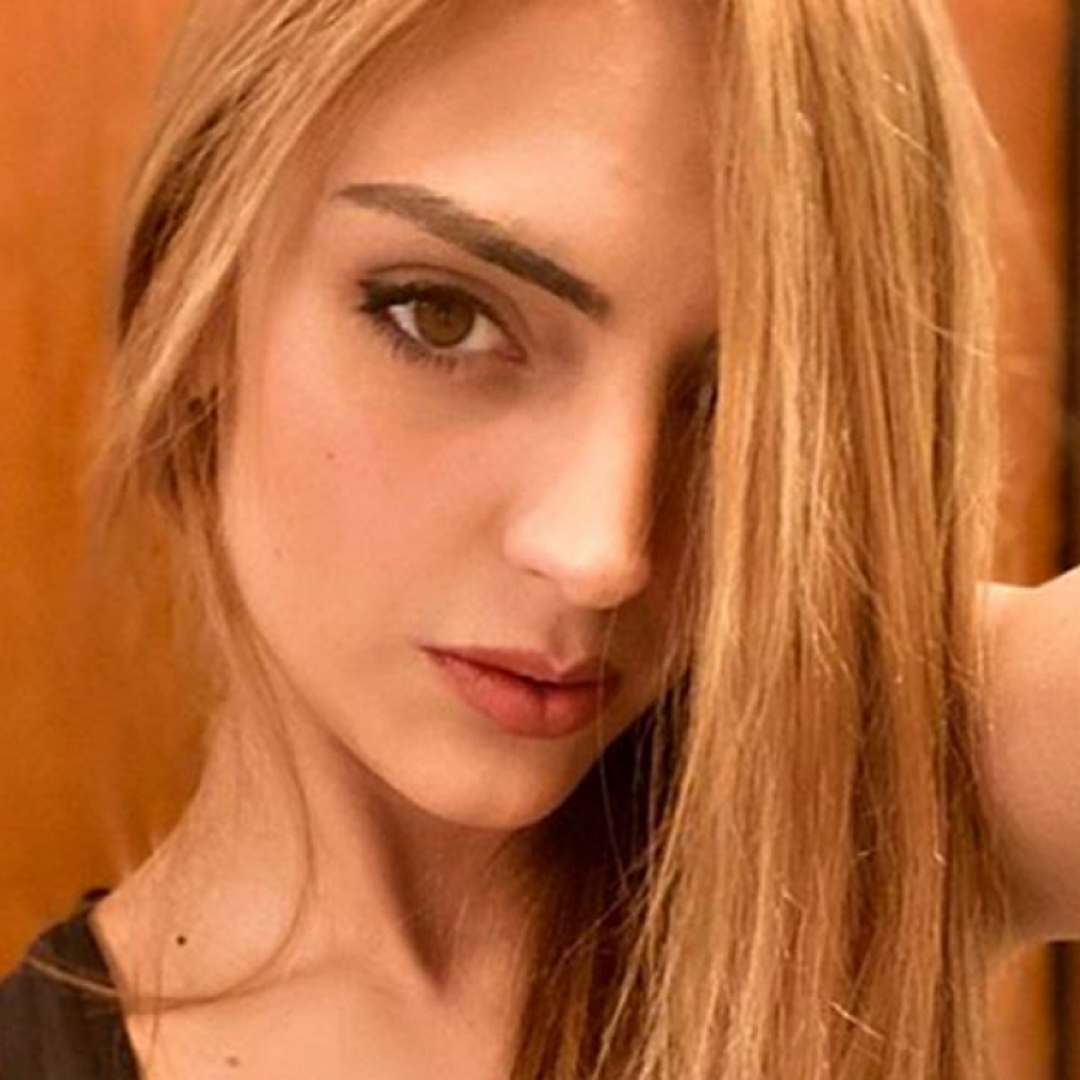 Jessica Mazzoli ha rifatto il seno: mostra il nuovo décollet