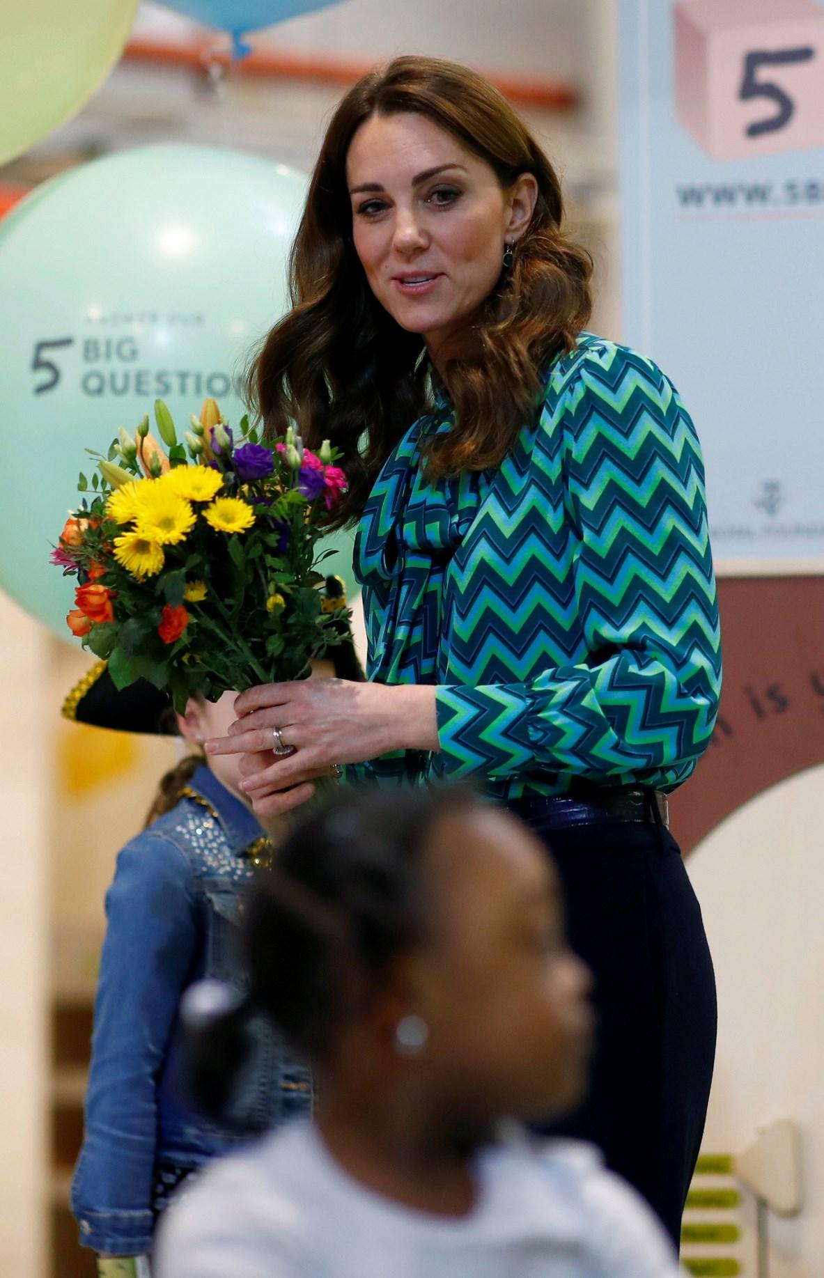 Kate Middleton bella anche casual. Ma la sua camicia non è a