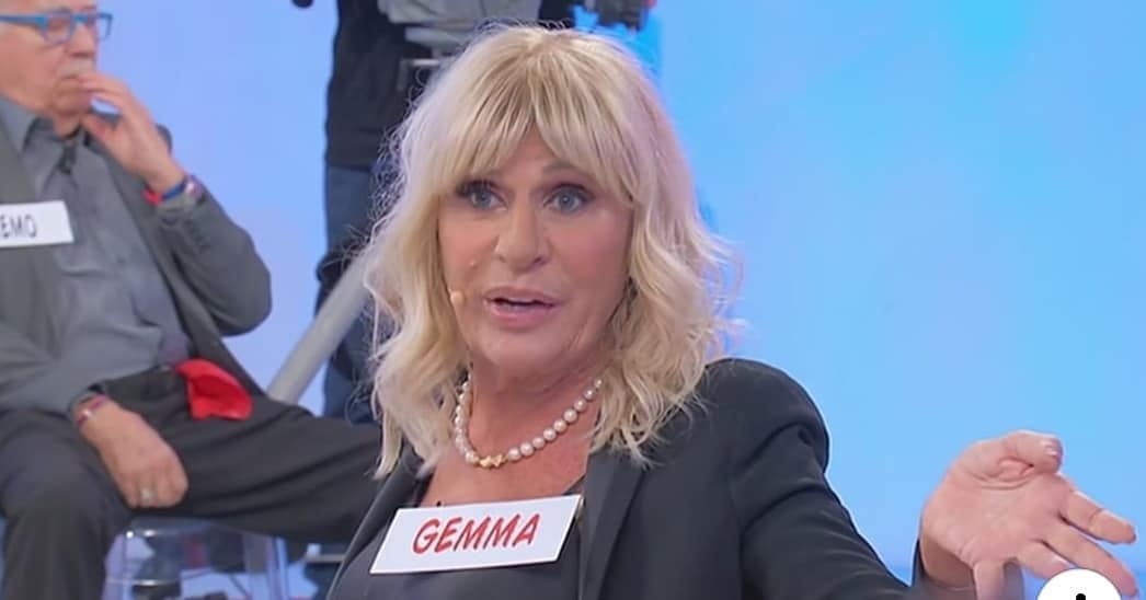Gemma Galgani commossa a Uomini e Donne. Arriva il medico, poi il gesto del cavaliere davanti a tutti