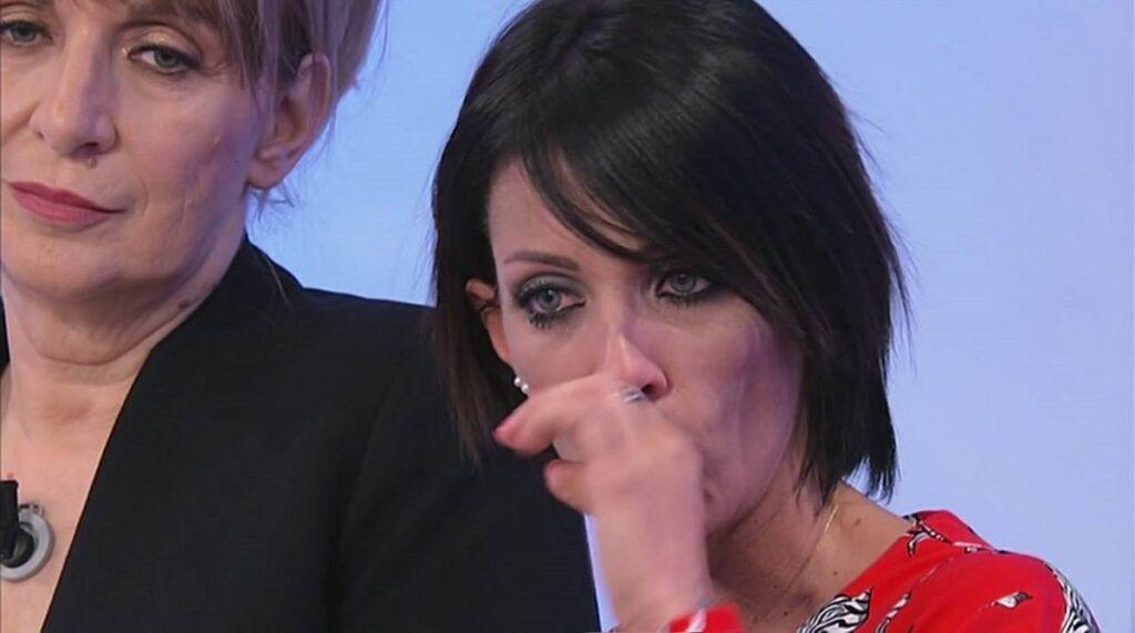 """""""Per me sei morto"""". Uomini e Donne, Valentina Autiero esplod"""