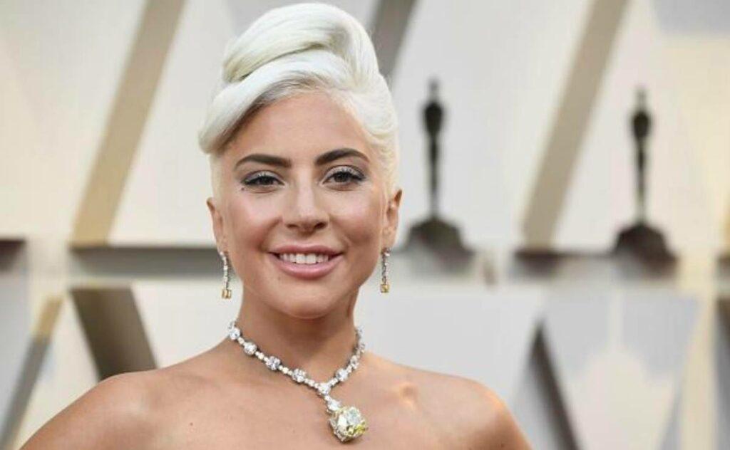 """Ma cosa hai fatto!"". Lady Gaga irriconoscibile sui social,"