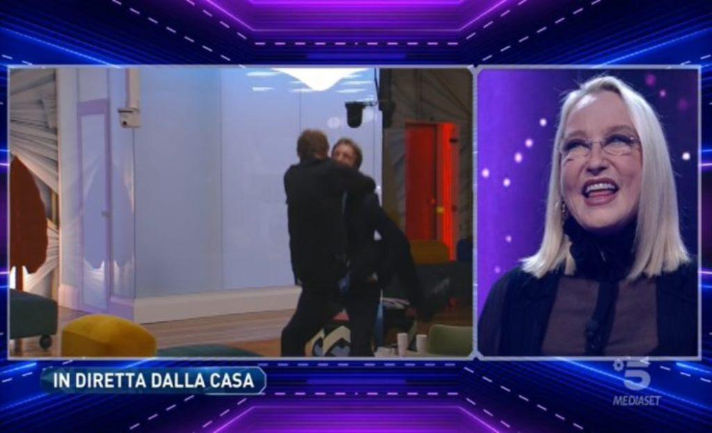 Eleonora Giorgi dopo l'incontro con il figlio Paolo Ciavarro