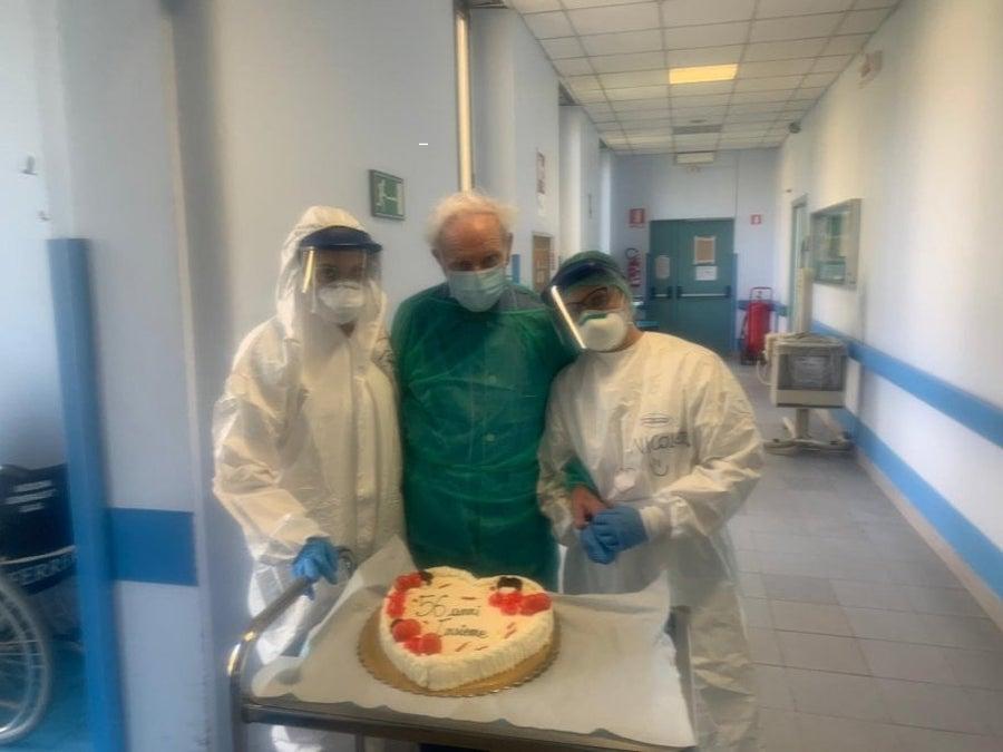 Coronavirus: Umberto e Maria, festa a sorpresa in ospedale p