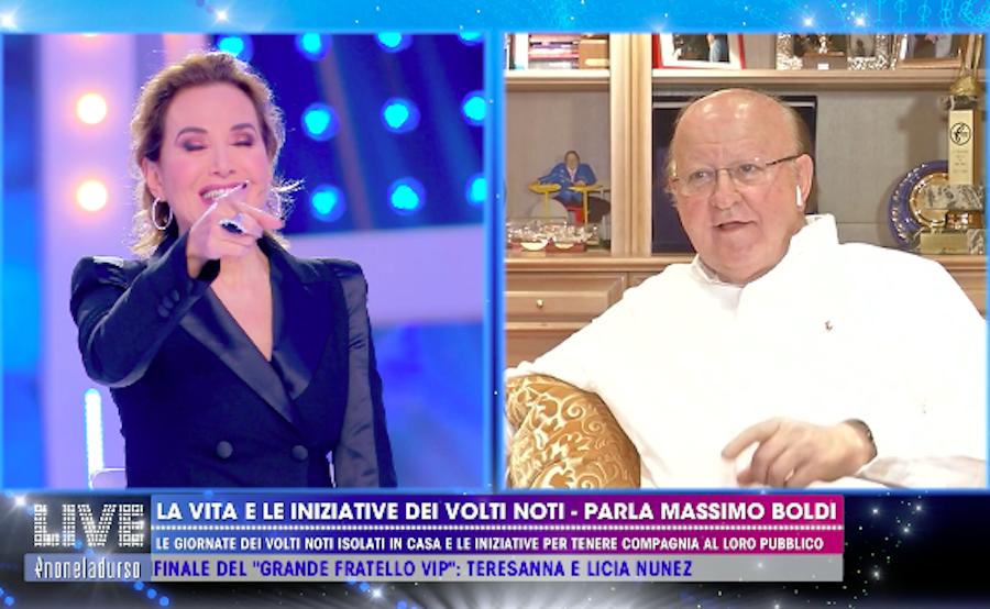 """""""Barbara ti ricordi?"""". Massimo Boldi lo ha detto in diretta."""