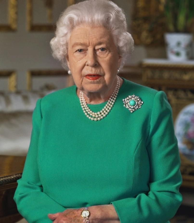 Regina Elisabetta, il significato segreto del look sfoggiato