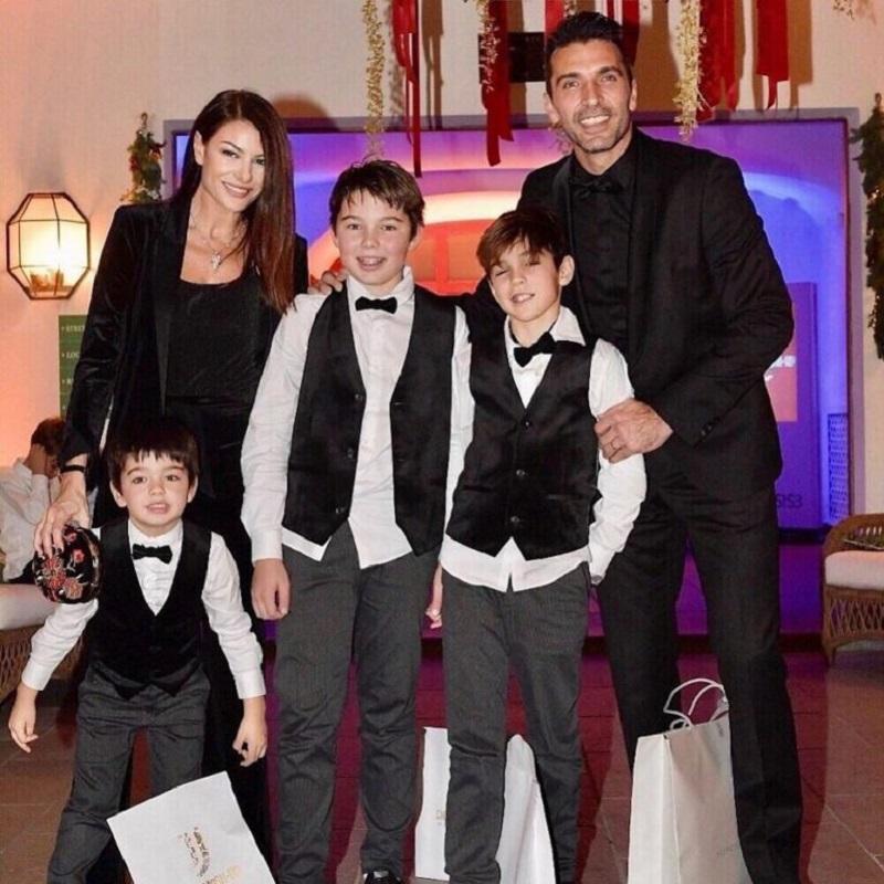 Gigi Buffon, Ilaria D'Amico e tutti e 4 i figli: la quarante