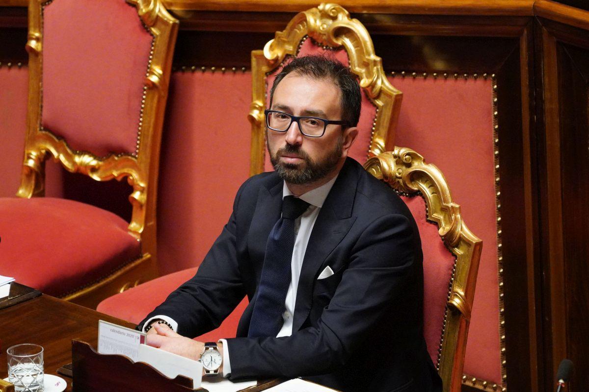 Alfonso Bonafede spesi 10mila euro volo Stato Napoli Roma scoop