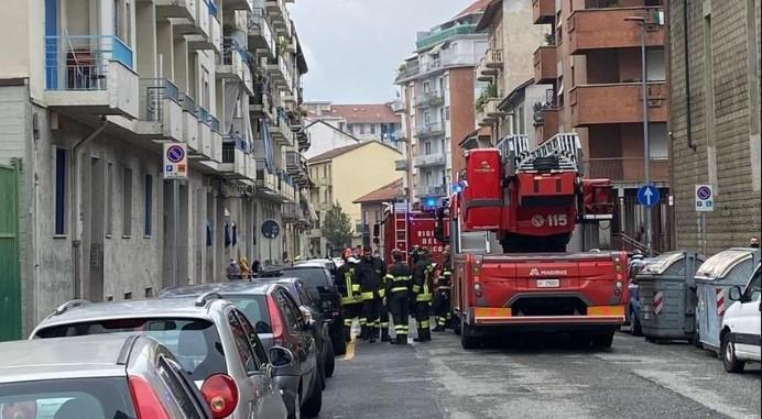 Incendio casa mamma lancia terzo piano figlia 2 anni