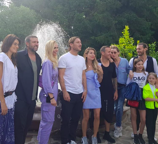 """Irresponsabili!"". Francesco Totti e Ilary Blasi, la foto ch"
