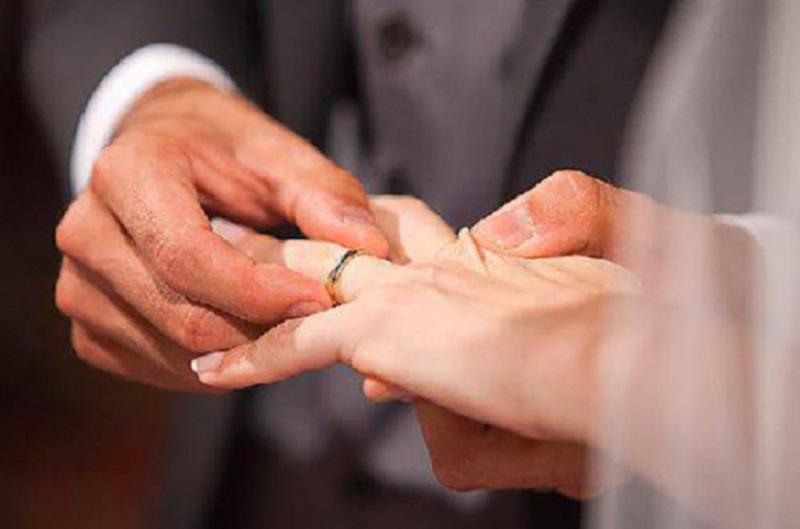 Lo molla a una settimana dal matrimonio e la coppia finisce