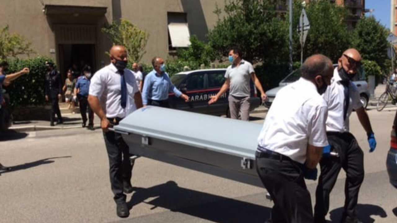 Due ragazzi di 15 e 16 anni morti nel sonno: arrestato un uo
