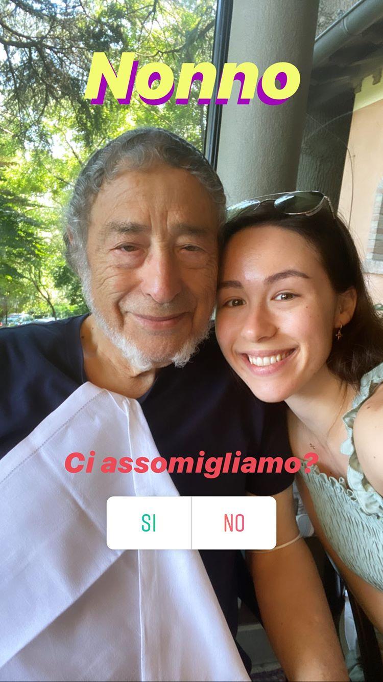 """""""Somiglianze?"""". Aurora Ramazzotti presenta il nonno. Sì, il padre di Eros. ..."""