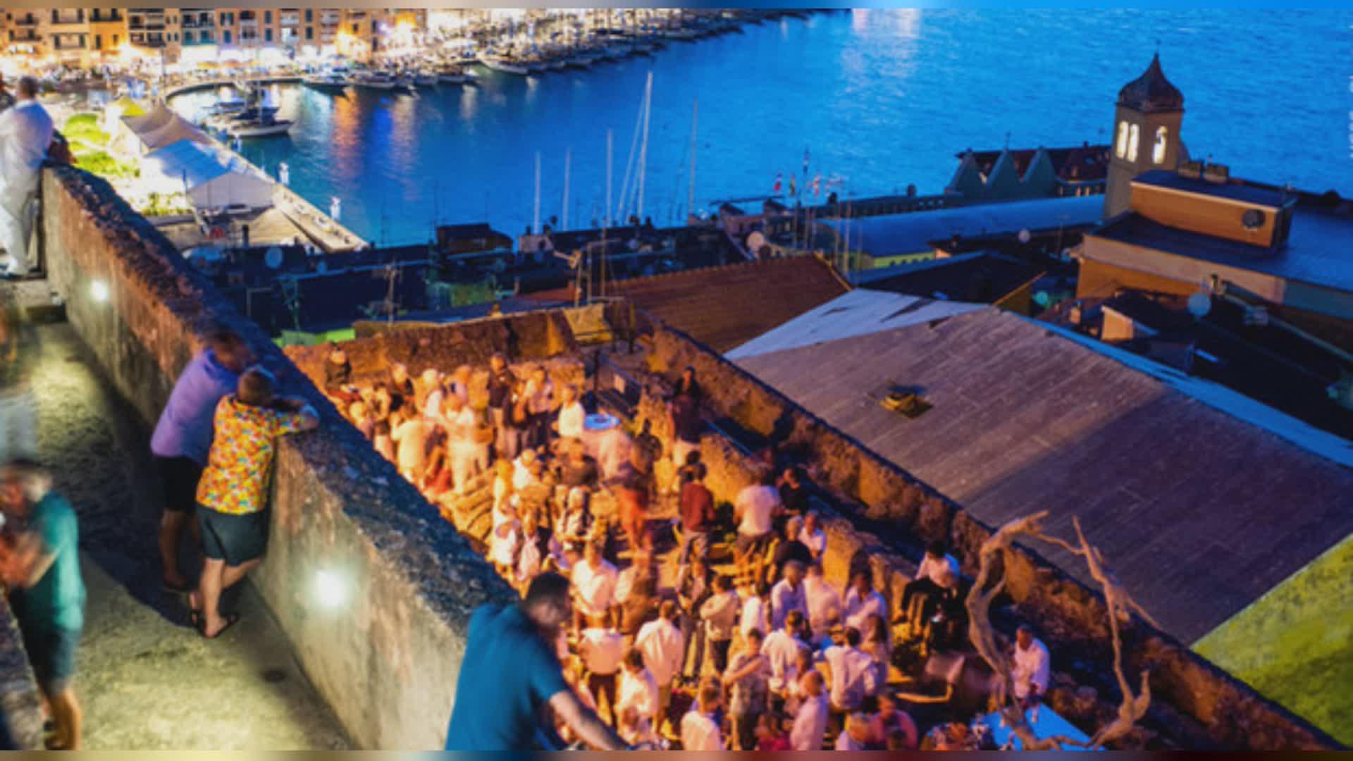 Organizzano festa in villa: 350 invitati. Le foto dell'assem
