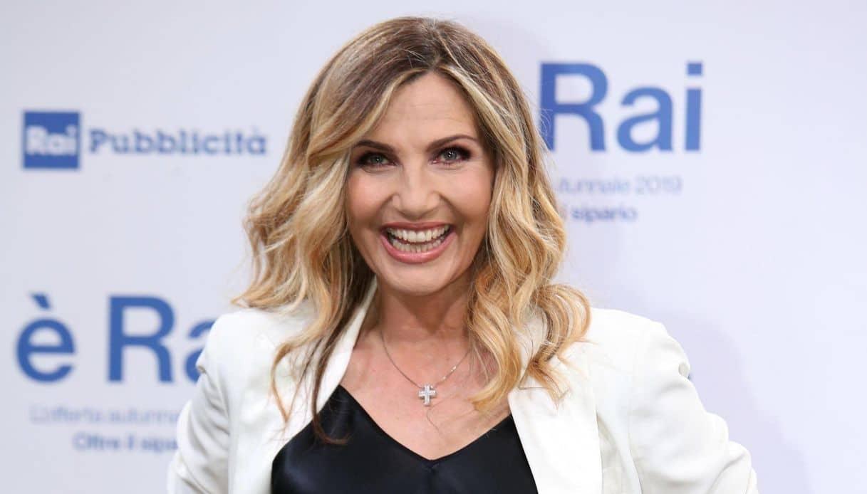 """""""Lei è fantastica"""". Lorella Cuccarini, momento d'oro! Il fut"""