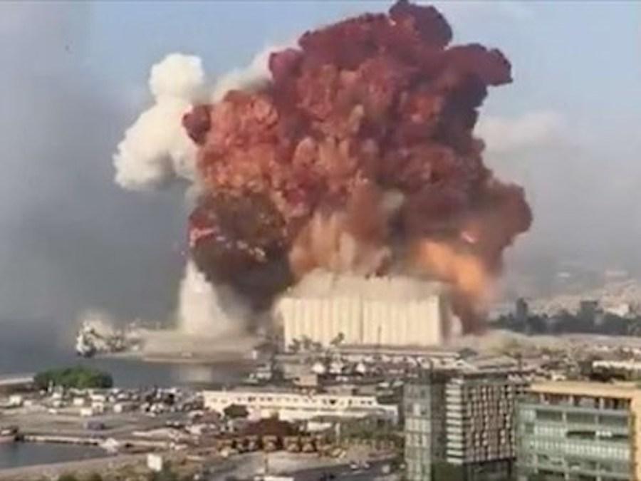 Esplosione a Beirut, confermata la prima vittima italiana. Altri dieci feriti