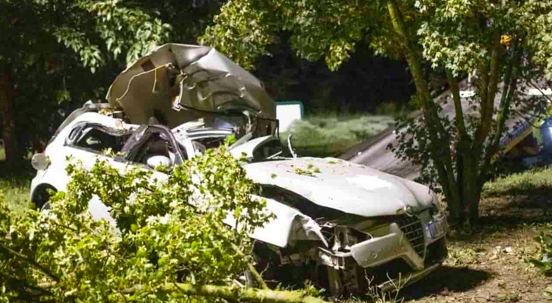 Schianto nella notte sulla Sopraelevata, 28enne muore in scooter