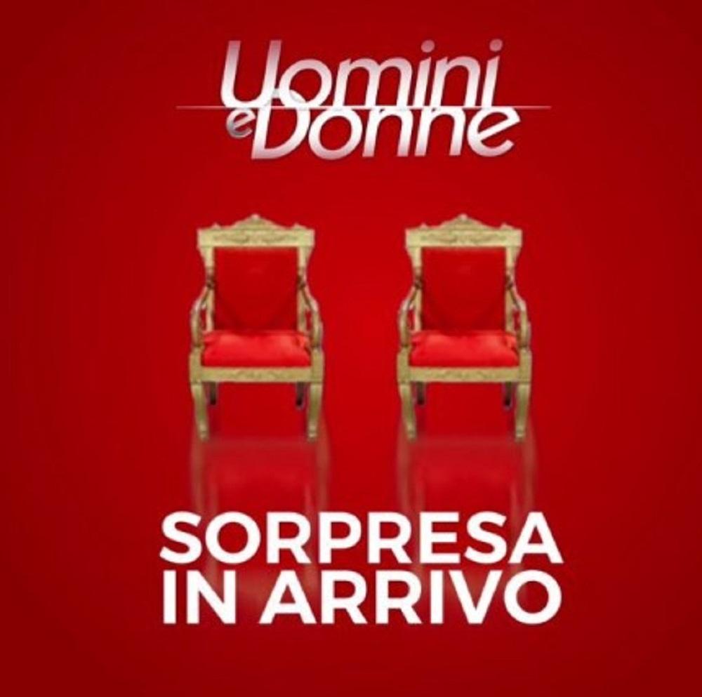 """""""Sul trono!"""". Uomini e Donne, Maria De Filippi ha finalmente scelto. La notizia che tanti stavano aspettando è arrivata"""