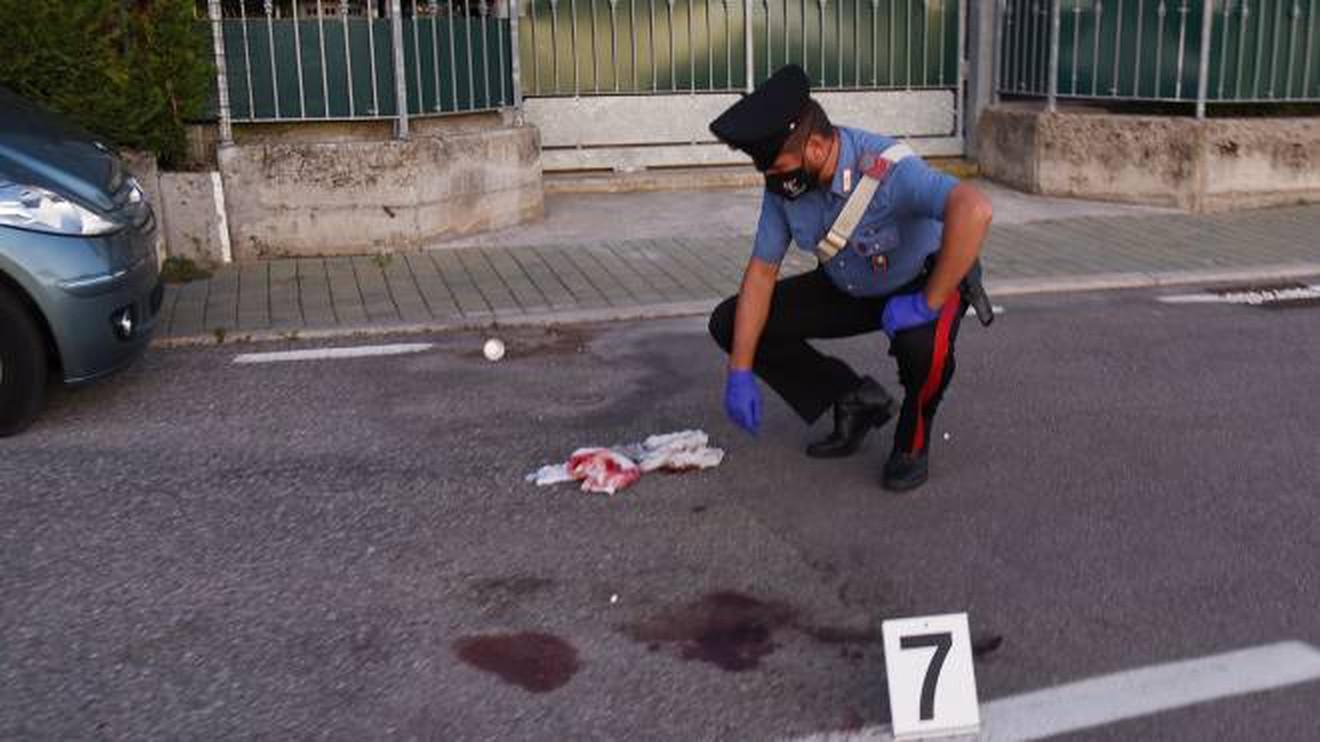 Uomo ucciso a martellate a Genova