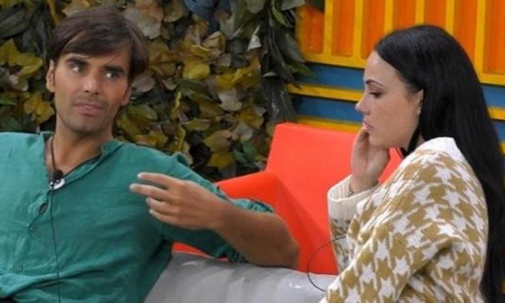 """""""Adua Del Vesco va messa sotto protezione"""". L'appello per l'attrice: il segreto choc sulla setta è saltato fuori ed è caos"""