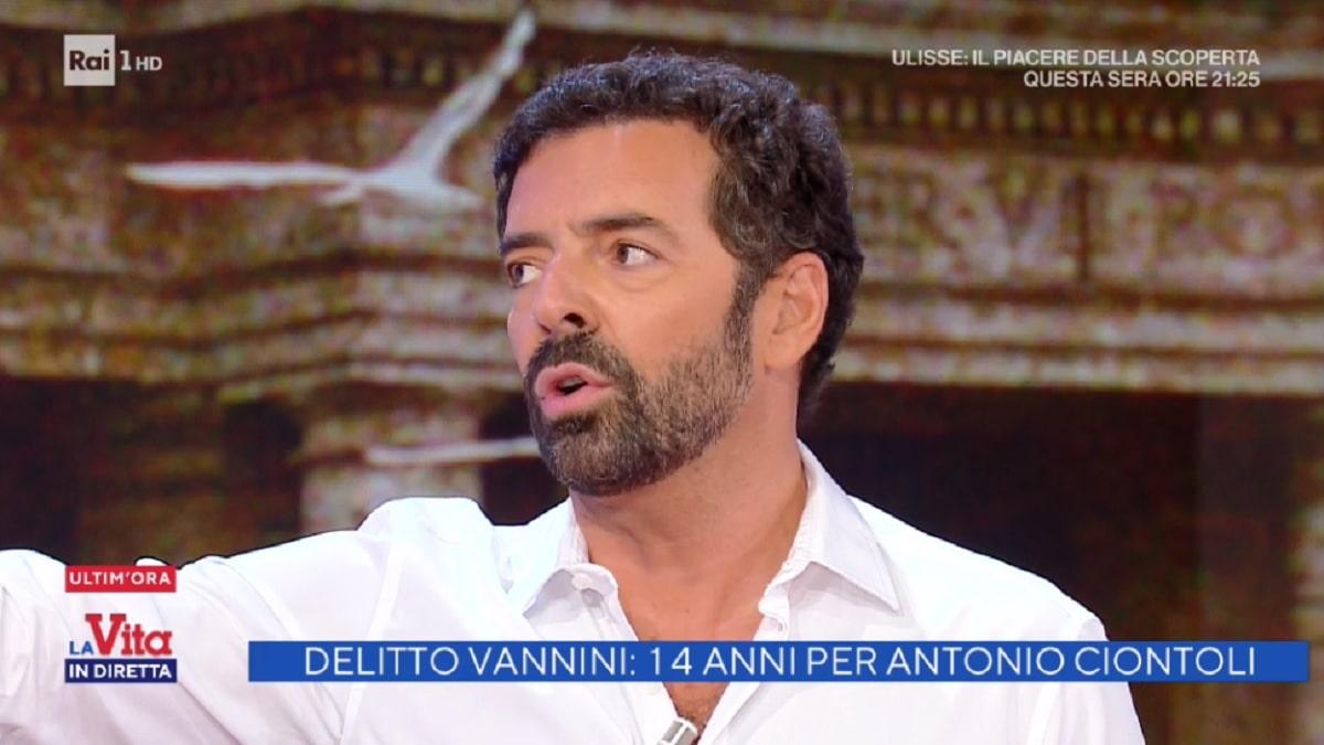 Alberto Matano costretto a interrompere tutto in diretta: cosa è successo