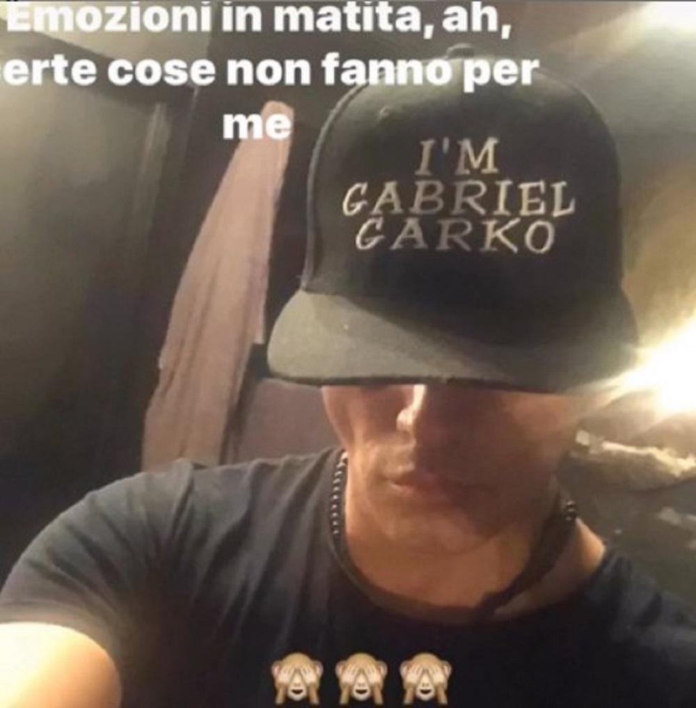 Gabriel Garko rompe il silenzio dopo il coming out. L'attore torna a parlare in pubblico e risponde agli attacchi al GF Vip