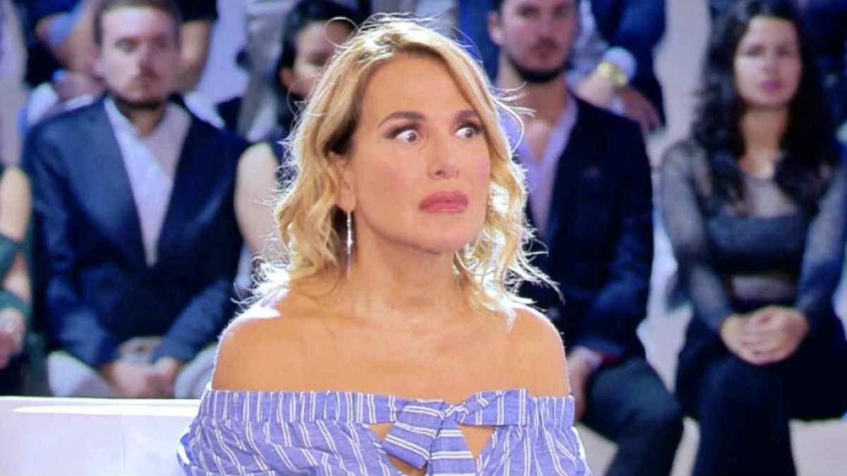 """""""Da te no!"""". Porta in faccia a Barbara D'Urso: l'attore è stato irremovibile e dice sì a Maria De Filippi"""