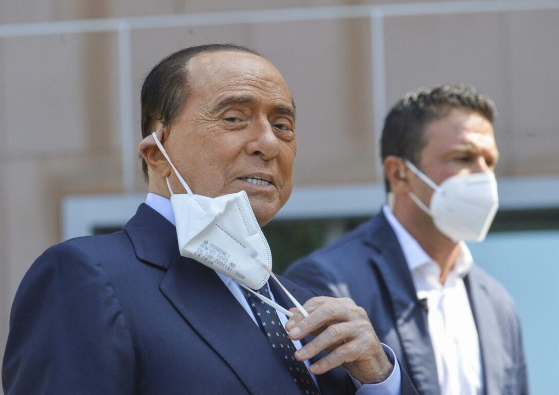 """""""È successo ieri"""". Silvio Berlusconi e il Covid, parte la notizia. Ma è subito 'giallo': cosa dicono dal suo entourage"""