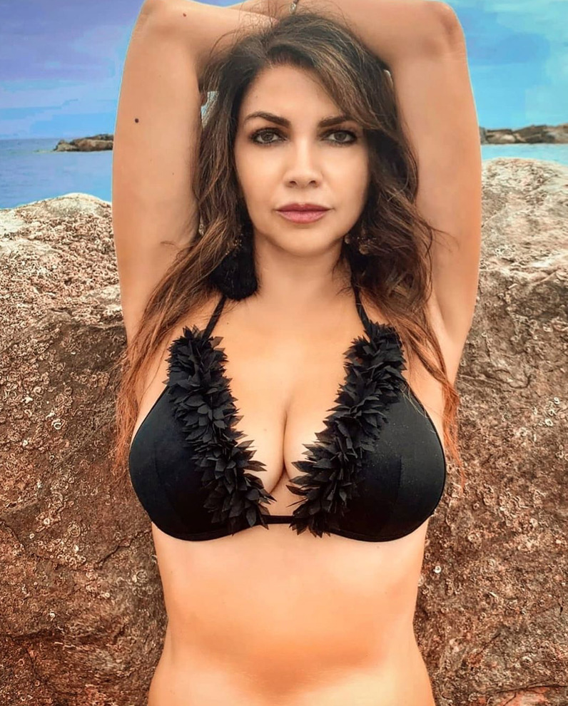 Cristina D'Avena ancora più sexy |  dopo il bikini arriva l'outfit da sera – FOTO