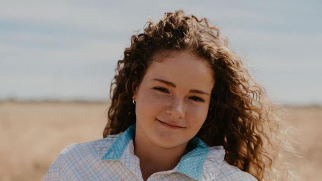 Morta sul colpo a 15 anni in un modo atroce. La sorellina di 11 in gravi condizioni