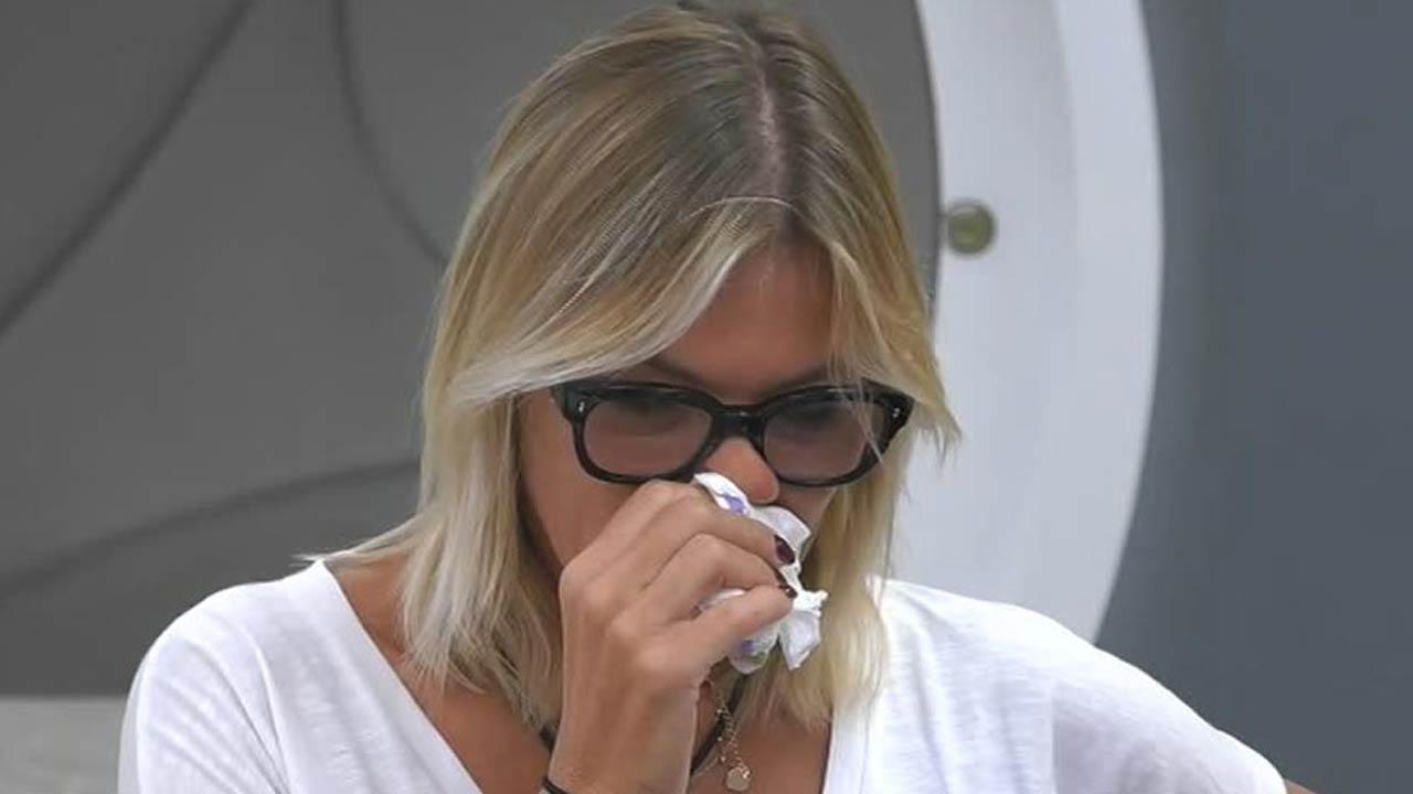 """""""Ma perché…"""". GF Vip, Matilde Brandi in lacrime: vuole uscire. Cosa è successo"""