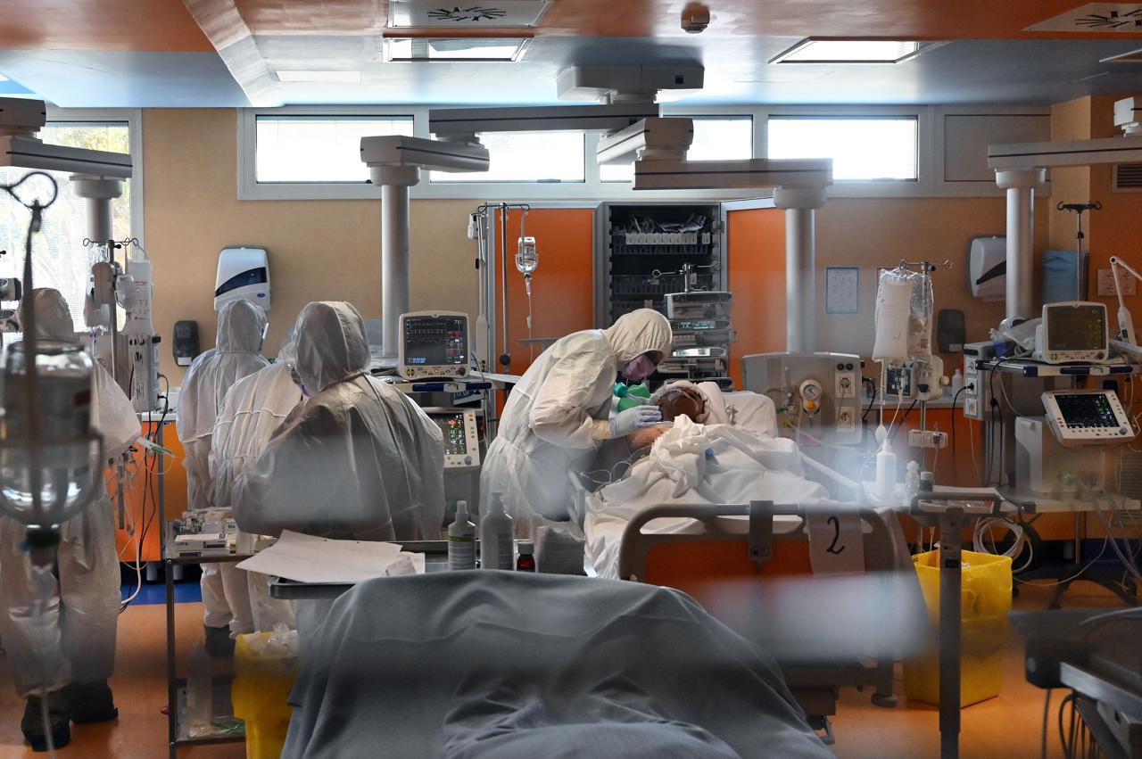 """Coronavirus Rai, contagi nella tv pubblica: """"Situazione allarmante, un ricoverato in terapia intensiva"""""""