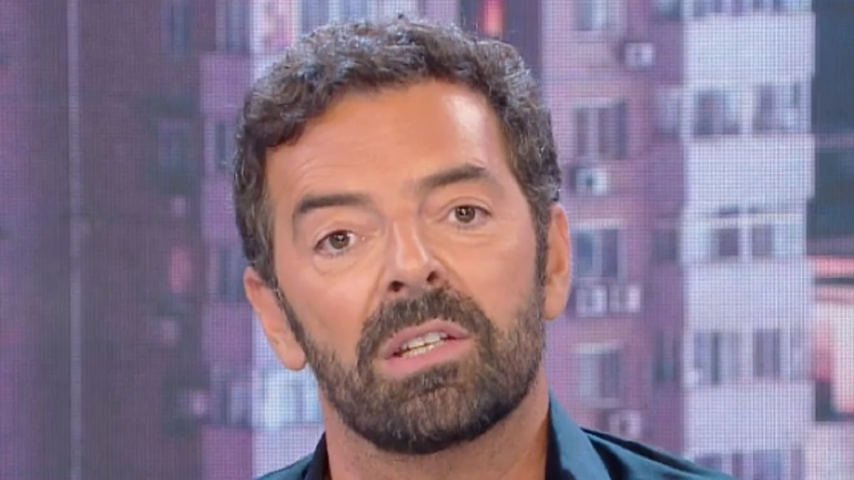 Alberto Matano chiude all' improvviso il collegamento e s' infuria a Vita in Diretta |  ' Questo non deve più accadere'