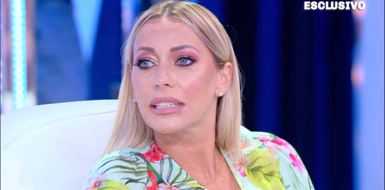 """Vergogna! Hai un figlio a casa"". Karina Cascella demolisce Elisabetta Gregoraci: l'ex moglie di Briatore sepolta da una valanga"