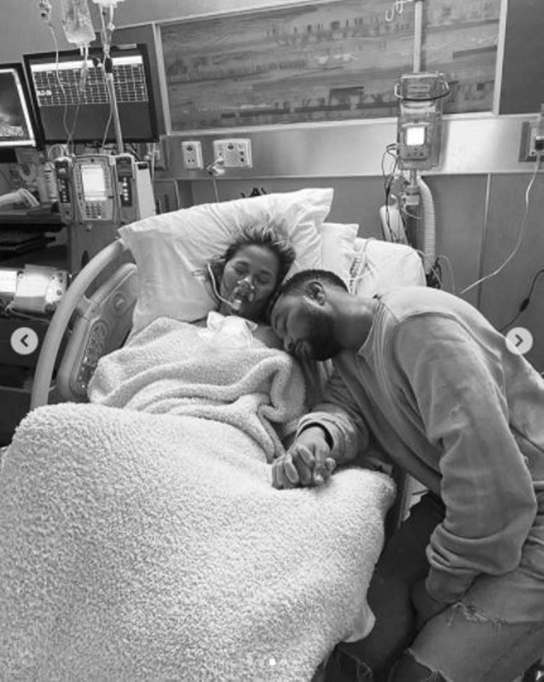 """Ha perso il bambino ed è la stessa vip a dare il triste annuncio: """"Un dolore mai provato prima"""""""
