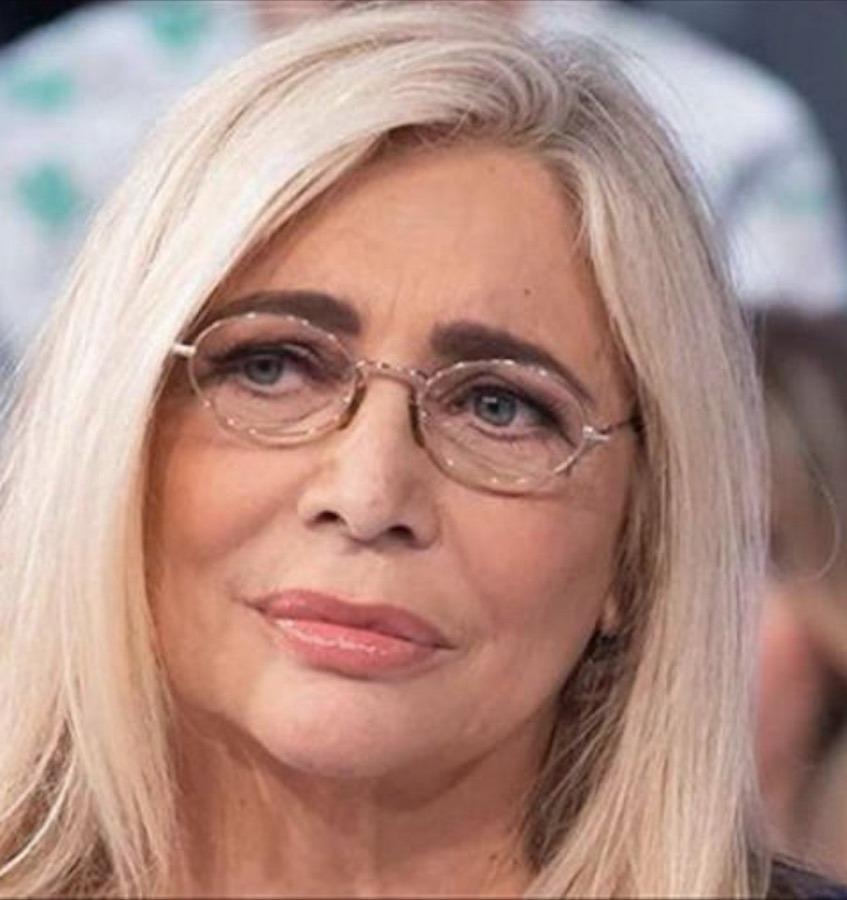 """Mara Venier in imbarazzo, Franco Nero lo rivela in diretta """"Non mi hai invitato al tuo matrimonio"""": gelo in studio"""