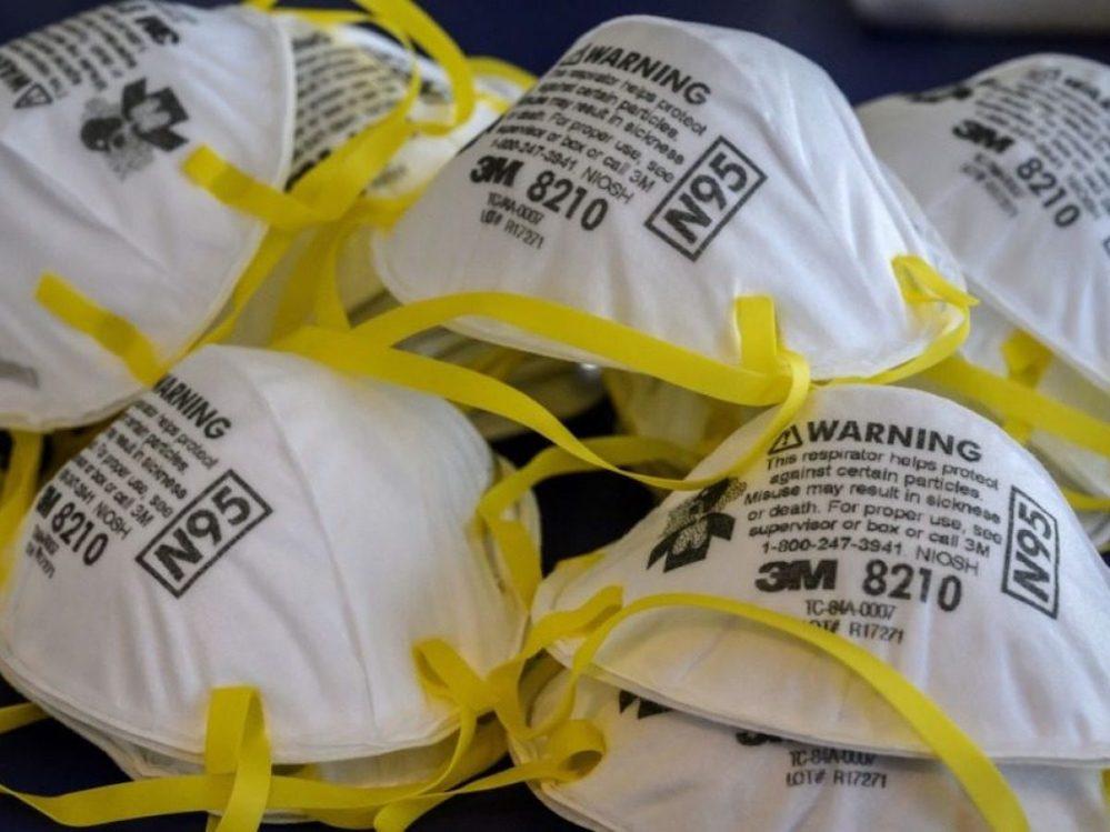 Mascherine usate, perché bisogna tagliare le cordicelle prima di gettarle nella spazzatura