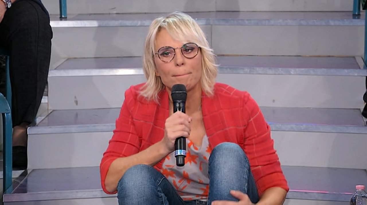 """""""Un parac***! Il regolamento…"""". Maria De Filippi perde il controllo, la sbroccata è servita: gelo a UeD"""