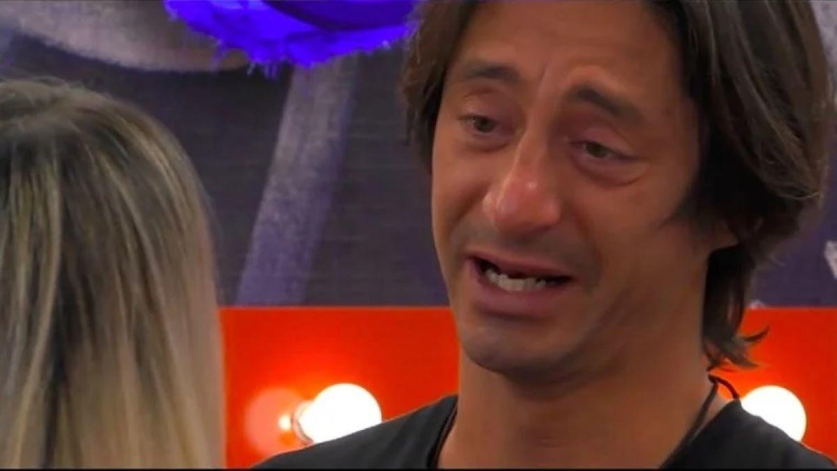 Il crollo di Francesco Oppini al GF Vip |  fiumi di lacrime per il figlio di Alba Parietti