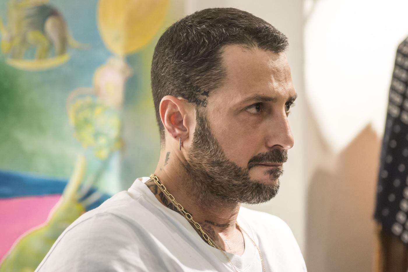 """La casa sequestrata di Fabrizio Corona, il bizzarro racconto: """"Era demoniaca, lì è successo di tutto…"""""""