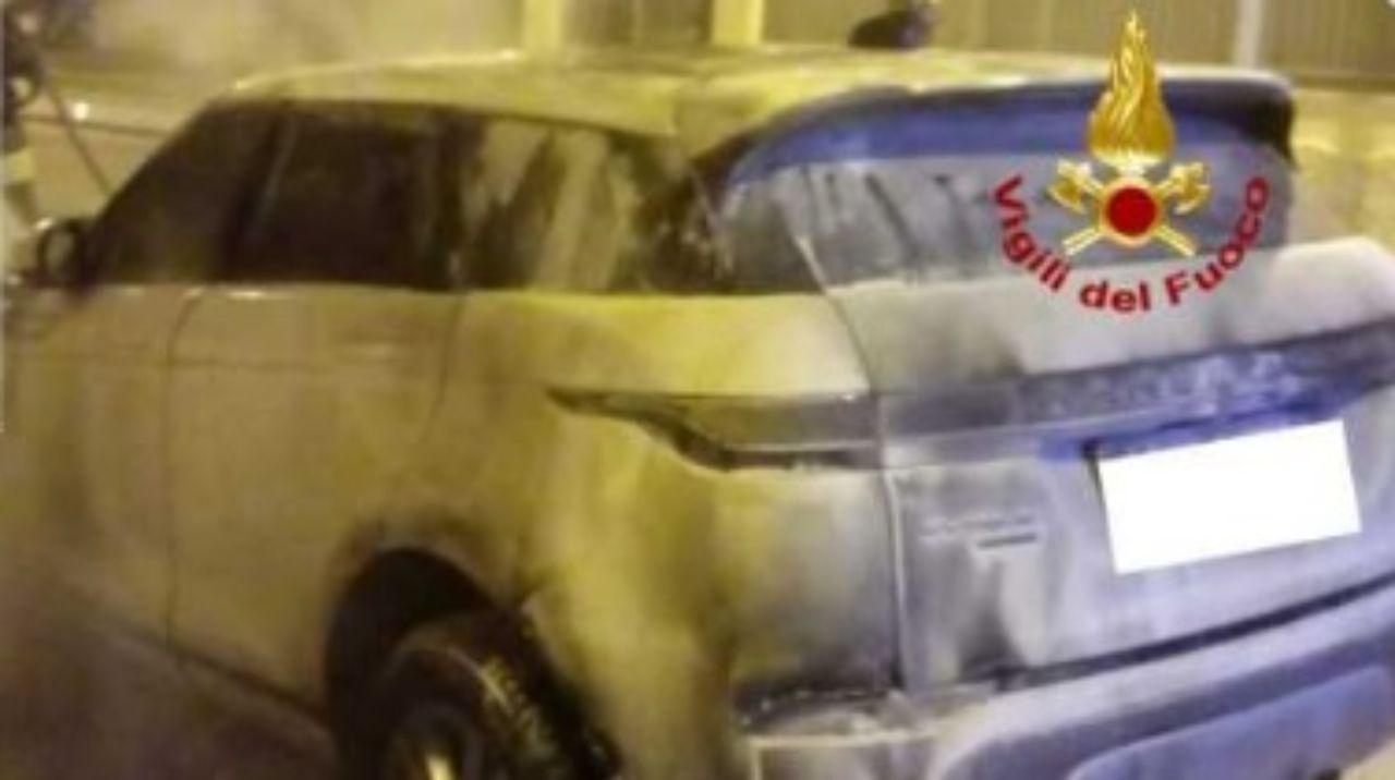 """""""Oddio, di nuovo!"""". Incendiata l'auto di Serena Enardu: è la seconda volta. Una grandissima paura"""