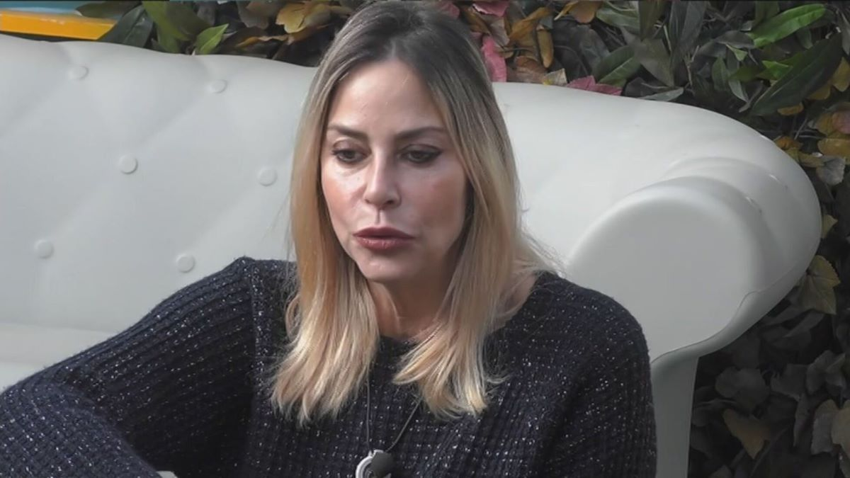 """""""Non è Stefania"""". GF Vip, 'colpo basso' del marito Simone Gianlorenzi. La Orlando non ne sa nulla ma fuori tutti hanno visto"""