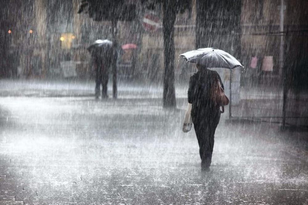Meteo Italia, ondata di maltempo in arrivo: allarme arancione per 3 regioni. Giallo per 7