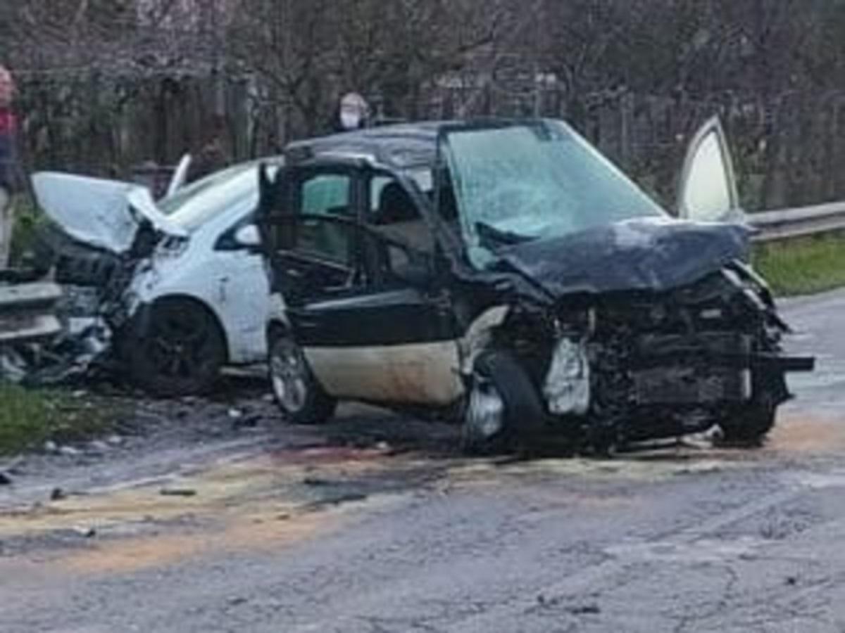Ancora sangue sulla strada, Gianluca è morto a 51 anni. Grave l'uomo dell'altra auto